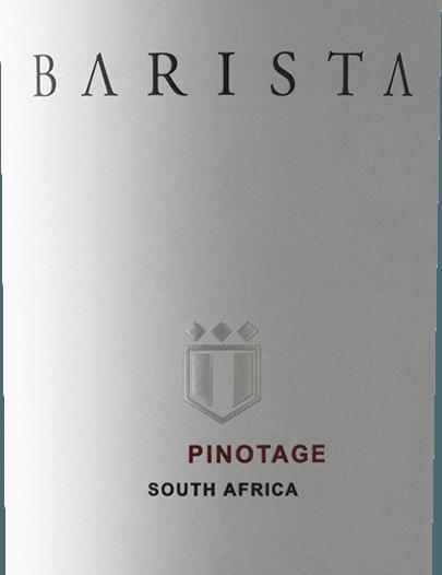 Pinotage by Barista z jihoafrické vinařské oblastiZápadní mys je výjimečné, vinné a módní červené víno, které interpretuje charakteristické jihoafrické hroznové Pinotage v kávovém stylu. Ve sklenici je toto víno bohatě rubínově červené s fialovými světly. Nos se těší výrazné kytici, která odhaluje intenzivně ovocné vůně zralých morušek, šťavnatých švestek a třešní maraschino - dokonale doprovázené sladkými tóny vanilky, espressa a čokolády mocha. Dokonce i na patře nádherná vůně pokračuje a splývá s šťavnatými taniny a měkkou texturou. Tělo bohaté na látky také ví, jak se prezentovat a doprovází se v příjemně kořeněném dlouhém finále. Vinifikacevína Barista Pinotage Za toto červené víno odpovídá sklepní mistr Bertus Fourie, který používá hrozny Pinotage z Robertsonu. Toto víno je vinifikováno ve vinařství Val de Vie. Sklizený materiál je klasicky fermentován v nerezových nádržích a po dokončení procesu fermentace zraje ve francouzských dubových sudech. Doporučení týkající se potravin pro Pinotage of Barista Vychutnejte si toto suché červené víno z Jižní Afriky se smaženými kachními prsy, křupavým pečeným vepřovým břichem nebo s italskou klasickou pizzou. Ale toto víno je také pochoutkou pro dezerty s čokoládou a praženými kávovými zrny.