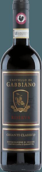 Chianti Classico Riserva je nejznámější víno Castello di Gabbiano a již obdržel řadu ocenění na mezinárodní úrovni. Toto červené víno je vinifikováno ze Sangiovese (95%) a Merlot (5%). Ve skle září světle rubínově červená s třešňově červenými světly. Výrazná kytice odhaluje vůni černých třešní a jahod - doplněnou tóny cedrového dřeva a tabáku. Chuťové patro má elegantní tělo s pevnou tříslovou strukturou. Toto červené víno je příjemně čerstvé a jeho kyselost je dokonale vyvážená. Finále přichází s nádhernou, příjemnou délkou. Vinifikace GabbianoChianti Classico Riserva Hrozny Sangiovese a Merlot pocházejí z patnáctiletých vinic. Jakmile sklizený materiál dorazí do vinného sklepa, pečlivě se vybírá ručně. Po lisování hroznů se kaše fermentuje v nerezových nádržích způsobem řízeným teplotou. Konečně, toto víno spočívá 12 měsíců v malých sudech (80% sekundárních, 20% nových), stejně jako ve velkých francouzských dubových sudech. Doporučení pro Riserva Chianti ClassicoCastello di Gabbiano Podávejte suché červené víno z Itálie s grilovaným masem, těstovinami s pikantní omáčkou a houbovým rizotem. Doporučujeme toto víno dekantovat předem. Ocenění pro Chianti Classico Riserva z Castello di Gabbiano Mundus Vini: Stříbro pro 2013 Wine Spectator: 92 body pro 2013 Robert Whitley: 93 body za rok 2013
