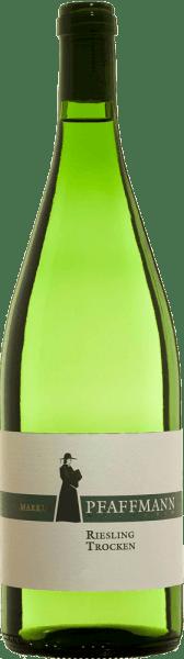 Kvalitní víno Riesling suché  od Markus Pfaffmann má světlou barvu se zelenými nuancemi. Kytice odráží pozoruhodnou typickou odrůdu hroznů s chladným nosem se zeleným jablkem a nádechem minerálních citrusů a bylinnosti. Chuť je čirá, svěží a šťavnatá s intenzivní bylinnou mineralitou a animovaným kandovaným citrusovým ovocem. Vyznačuje se kompaktním, šťavnatým tělem s pevným jádrem a současně působí rasově a stimulačně. Doporučujeme s jemnými letními saláty, čerstvým chřestem,pikantními koláči,mořskými plody,vařenými rybími pokrmy a jemnými sýry.