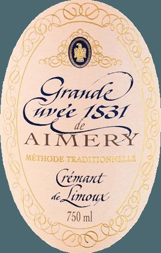 Plné crémant růžové z Sieur d 'Arques s řadou jasných plodů v kytici na červené bobule na patře, nádherná struktura zarámovaná do ušlechtilého vzhledu dokonale krémové perlage. Crémant Rosé Brut Grande Cuvée 1531 se objevuje ve skleněném odstínu zářícího lososa. Živý a svěží, splňuje nos elegantně vonící bílé květy, broskve a světlé ovoce. Slyší se také jemné náznaky třešní. Je dobře strukturovaný a plný na patře. TentoCrémant de Limouxpřináší vůni červeného ovoce, jako jsou jahody, červený rybíz a třešně, které pocházejí z Pinot Noir. Jeho nezapomenutelná živost se odráží v jeho jemné Mousseux, který dlouhotrvající s jemnou kyselostí charakterizuje ozvěnu. Všude kolem nádherné šumivé víno, jehož kouzlo se projevuje v hojnosti a struktuře jako vyvážený charakter. Vinifikace Grande Cuvée 1531 Brut Rosé Vinařské družstvo Sieur d 'Arques má dalekosáhlou pověst. Jako jeden z nejvýznamnějších producentů vína v regionu Limoux od roku 1990 vytváří dvě vynikající Grande Cuvées 1531 Brut a Grande Cuvée 1531 Rosé Brut. Čtyři středomořské terroirs různých výhod a klimatických podmínek nabízejí bohatý repertoár pro zimní virtuozitu a zajištění kvality jednotlivých vín. To ukazuje, je zapsán ve dvou Crémants řádku 1531. Název 1531 odkazuje na objev kvašení šampaňského mnichy opatství St. Hilaire u Limouxu v roce 1531. Družstvo Sieur d 'Arques, založené v roce 1946, zaměstnává špičkové enology, kteří navíc garantují vynikající výrobky. Grande Cuvée 1531 Crémant Rosé Brut de Limoux používá kromě odrůd Chardonnay a Chenin Blanc také červený Pinot Noir. Vzhledem k velmi krátké době kaše se po stlačení vytvoří růženec moštu. Po prvním kvašení probíhá kvašení láhví, které je také známé jako tradiční Méthoda. Šumivé víno se ponechává na kvasnicích po dobu 12 měsíců před rozpuštěním skladu. Doporučení k jídlu pro Grande Cuvée Rosé 1531 Vychutnejte si ho při teplotě 7 nebo 8°C jako aperitiv, jako společník pro slunné večery, při slavnostních příležitostech nebo doplněný krémovými dezerty