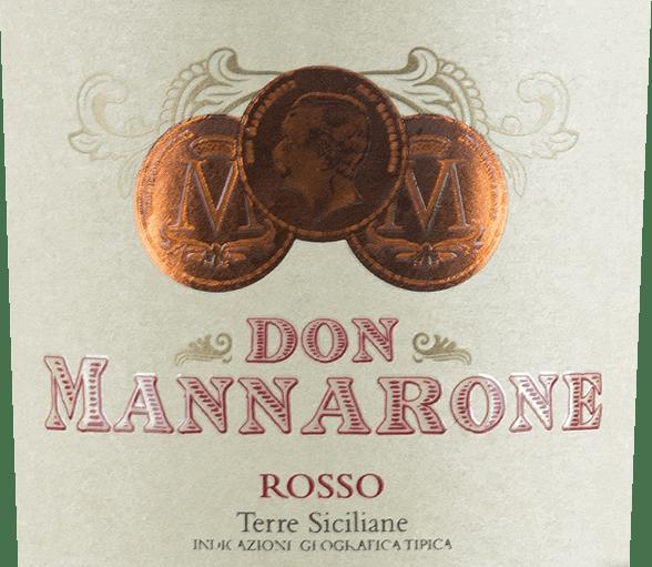 Don Mannarone Terre Siciliane od Mánnary se objevuje ve sklenici v tmavě červené barvě. V nose jsou okamžitě patrné ovocné vůně zralého, červeného bobulového ovoce. Chuť je plná barokní hojnosti. Zde se nacházejí vůně bobulovin (zejména kassis, švestky, šťavnaté ostružiny a višně) a jsou doplněny vůní středomořských bylin (tymián) a teplého koření (vanilka, pepř). Tanin je jemný a velmi jemný, kyselina je výborně integrována. Zvuk je extrémně dlouhý a můžete vidět, že Don Mannarone je vlajkovou lodí vinařství. Zde se opět do popředí dostává plné bobulové ovoce a teplé koření. Vinifikace Dona Mannarona Rossa Mánnary Mánnarova Don Mannarone IGT Terre Siciliane je kupáž vyrobená z Nero d 'Avola, Merlot a Syrah. Hrozny rostou v západní části Sicílie za nejlepších podmínek. Půda se skládá převážně z jílu bohatého na křemičitany. Po jemné sklizni jsou hrozny přivezeny do vinařství, smíchány a zrají odděleně v nerezových a bariérových sudech. Po zrání je víno cuvéed. Pojmenován po zakladateli vinařství, Don Mannaronepřipomíná severní italský Amarone ve svém stylu, protože jeho hojnost vůní a jemné, ale dobře integrované zbytkový cukr. Doporučení k jídlu pro Rosso Don Mannarone Don Mannarone Rosso z Mánnary je ideálním doprovodem k jídlům s tmavým masem, pikantními omáčkami a různou zimní zeleninou při teplotě 16-18°C. Ale je to také vynikající meditační víno samo o sobě, které může doprovázet společenský večer.