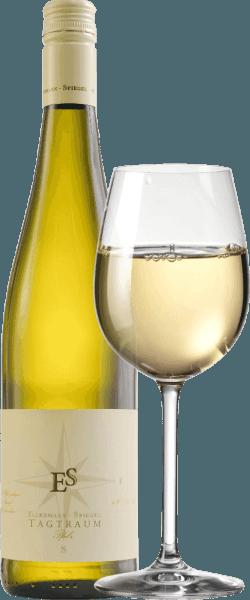 Cuvée Tagtraum od Ellermann-Spiegel je vinifikován Frankem Spiegelem z Auxerrois a Pinot Blanc a přichází do sklenice se světle citrusově žlutou. Nos tohoto dobře vysušeného, nádherného palatinátu bílého vína je určen zralou hruškou a všemi druhy tropického ovoce, jako jsou liči, mango a mandarinky. Na patře je Ellermann-Spiegelův denní sen nádherně chutný, šťavnatý a ovocný. Exotické ovocné vůně, tavení a vnitřní hustota tohoto vína vás zve ke snu. Polosuchý chuťový profil zajišťuje neuvěřitelný průtok pití. Rovnováha sladkosti a čerstvé kyselosti je perfektní. Vinifikace bílého vína Daydream by Ellermann-Spiegel Denní sen Ellermann-Spiegel je vinifikován výhradně v nerezové nádrži, a proto mě uchvátí naprosto bezvadné ovocné aroma. Auxerrois poskytuje výraz a ovoce, zatímco Pinot Blanc dává víno tělo, aniž by to vypadalo příliš tuku. Doporučení jídla pro bílé víno cuvée daydream od Ellermann-Spiegel Vychutnejte si sen Franka Spiegela s asijskými pokrmy, ať už vietnamskými nebo thajskými.
