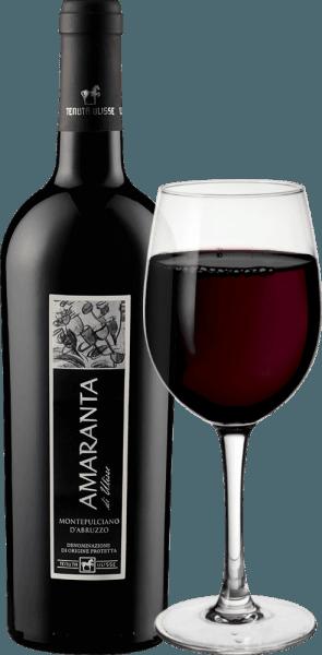 AMARANTA di Ulisse Montepulciano d 'Abruzzo DOC z Tenuty Ulisse je cru. Toto silné italské červené víno proudí do sklenice ve velmi plné a elegantní rubínově červené. Na nose ukazuje velmi složité a velkorysé vůně s nádhernými náznaky švestek a třešňového džemu. Tyto ovocné vůně jsou doprovázeny nuancemi tabáku a kořeněnou dochutí. Na patře je toto působivé Montepulciano d 'Abruzzo krásně vyvážené a komplexní s příjemnými, dokonalými tříslovinami dobře začleněnými do struktury. Bohaté a silné červené víno je skutečným potěšením s vynikajícím vyváženým alkoholickým potenciálem. S dlouhým, teplým a bohatým povrchem, Amaranta přesvědčí přes palubu. Víno nesporné třídy, nádherná pocta plná lásky a úcty k nejdůležitějším červeným hroznům vína Abruzzo. AMARANTA di Ulisse, stejně jako ostatní vína Tenuta Ulisse, je pozoruhodná svou vynikající hodnotu za peníze. Vinifikace Amaranta di Ulisse Tenutou Ulisse Hrozny pro toto Cru Montepulciano d 'Abruzzo rostou ve velmi starých vinicích na stejně starých vinicích, které byly schopny vykopat své kořeny ve vápenaté, jemné jílovité půdě v průměru 30-35 let. Velmi teplé prostředí a nízké srážky, stejně jako silné výkyvy mezi denní a noční teplotou zajišťují, že hrozny mohou dobře dozrávat, ale neztrácejí kyselost. Po vysoce selektivním ručním sběru se část sklízí přezrálá pro Amarantu, hrozny se rozloží ve vinařství Tenuta Ulisse, rozmačkají a mošt se kvasí regulovaným způsobem teploty. Amaranta pak dozrává 9 až 12 měsíců ve vysoce kvalitních francouzských a amerických dubových barikádách. Domorodá odrůda hroznů Montepulciano d 'Abruzzo zažila v posledních letech skutečnou renesanci. Až do dneška toho moc nevíte o původu tohoto tmavého hroznu. Dlouho se to připisovalo skupině klonů Sangiovese. Dnes je však jisté, že se jedná o zcela autonomní původní odrůdu hroznů. Pěstuje se převážně v regionu Abruzzo a v ostatních regionech střední a jižní Itálie. Díky některým výrobcům a enologům a jejich usilovné práci zažívá Montepulciano rene