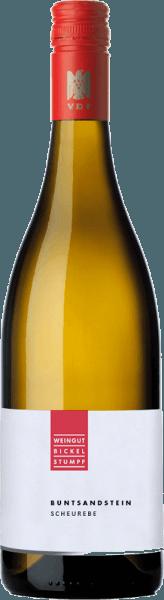 Die Scheurebe Buntsandstein feinherb von Bickel-Stumpf offenbart sich im Glas in einem leuchtenden Goldgelb und umschmeichelt die Nase mit den frischen Aromen von Kräutern und herber Grapefruit. Dieser Weißwein aus Franken präsentiert sich am Gaumen feinsaftig und lebendig und spiegelt die Aromen der Nase wider. Mit einer dezenten Fruchtsüße und Spannung gleitet dieser Wein in seinen Abgang, der zu den bereits bekannten Nuancen Birne erkennen lässt. Speiseempfehlung für die Bickel-Stumpf Scheurebe Genießen Sie diesen feinherben Weißwein zu gegrilltem Fleisch und Geflügel.