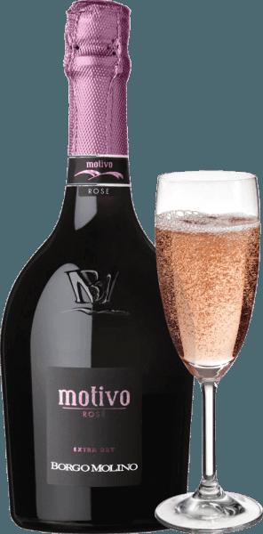 """Motivo Rosé extra dry by Borgo Molino je vynikající aperitiv z Glera, Raboso a Pinot Nero. Tento krajkový spumante z Veneta potěší spoustou živého ovoce a nádherně ovocnou chuť na patře! Motiv Rosé od Borga Molina se ve skle prezentuje jasně růžově. Jemný, dlouhotrvající perlage v kombinaci s ovocnou a intenzivní kytice připomínající maliny, jahody a růže charakterizuje tento cuvée. Čerstvé, šťavnaté a živé v chuti, Motivo Rosé dělá vše správně, pokud jde o chuť. Šumivé víno ze severní Itálie, které okamžitě inspiruje a které již svým výjimečným tvarem láhve říká: """"Přichází něco speciálního!"""" Vinifikace Borgo Molino Motivo Rosé Motivo Rosé vinifikuje Borgo Molino z hroznů odrůd Glera, Raboso a Pinot Nero (Pinot Noir). Hrozny rostou v regionu Marca Trevigiana a sklízejí se v době optimální zralosti. Doporučení k jídlu pro Borgo Molino Motivo Rosé Vychutnejte si toto výjimečné šumivé víno z Veneta jako aperitiv nebo s aromatickými mořskými plody. Ocenění pro Motivo Rosé IWSC 2017: Stříbrná Luca Maroni 2017: 90 body Mundus Vini 2013: Stříbrná"""